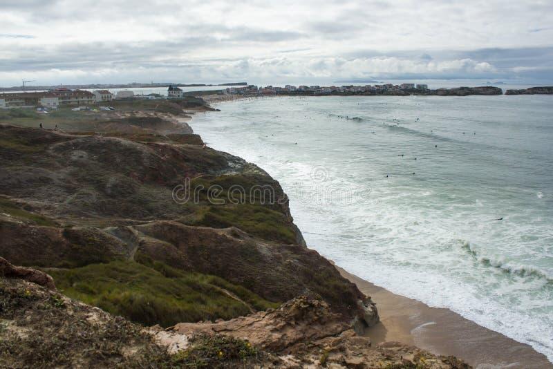 Vista de la costa occidental portuguesa de Almagreira en la dirección del este fotos de archivo libres de regalías