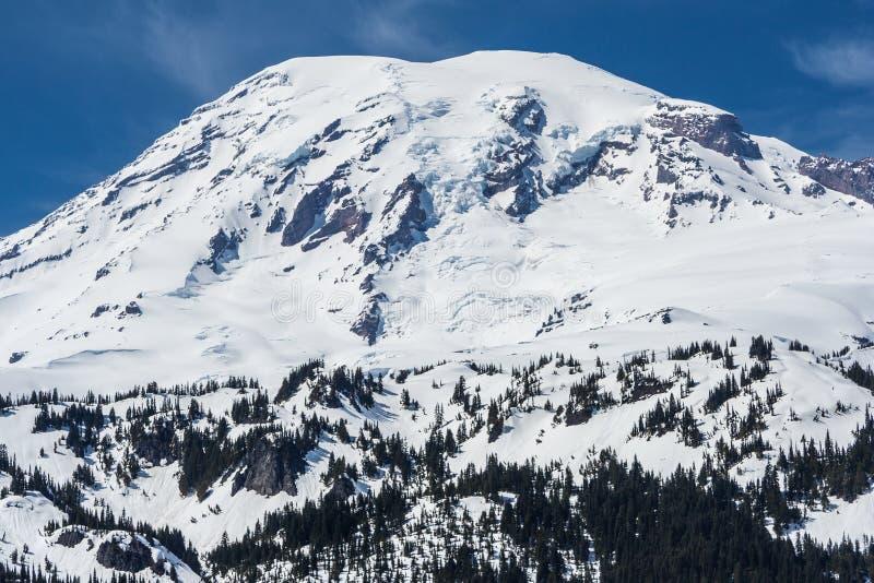 Vista de la cumbre del Monte Rainier cubierta por la nieve Washington los E.E.U.U. fotografía de archivo