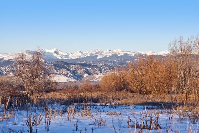 Vista de la divisoria continental de la montaña rocosa fotografía de archivo