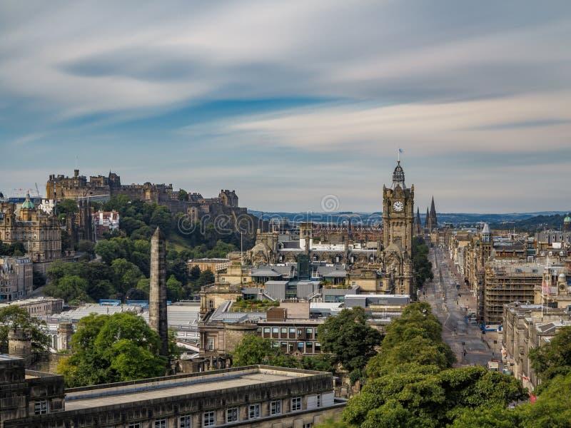 Vista de la Edimburgo céntrica de la exposición ultra larga de la colina de Calton fotografía de archivo libre de regalías