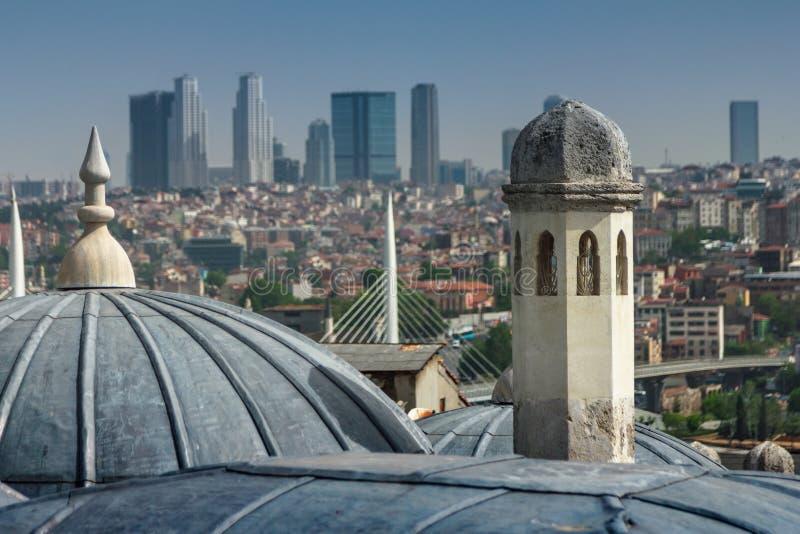 Vista de la vista externa de la bóveda en arquitectura del otomano Azoteas de Estambul Mezquita de Suleymaniye Turquía fotografía de archivo libre de regalías