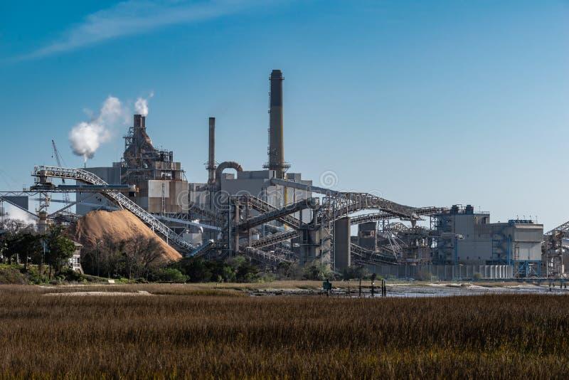 Vista de la fábrica de molinos de papel fotos de archivo