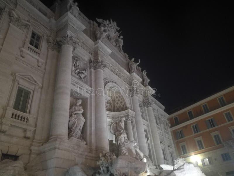 Vista de la fuente famosa del Trevi en Roma fotografía de archivo