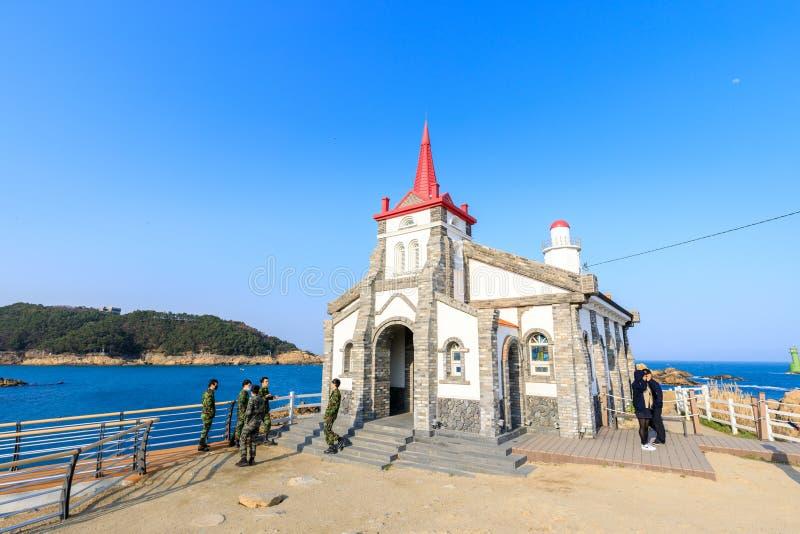 Vista de la iglesia católica de Jukseong, el sistema del sueño, Gijang-arma, Busán, Corea foto de archivo libre de regalías