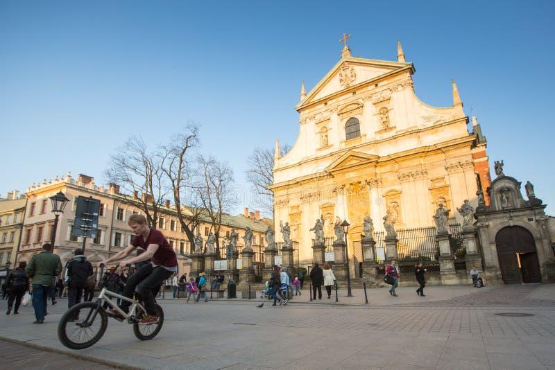 Vista de la iglesia de los santos Peter y Paul en distrito viejo de la ciudad Es el más grande de iglesias históricas de Kraków fotografía de archivo