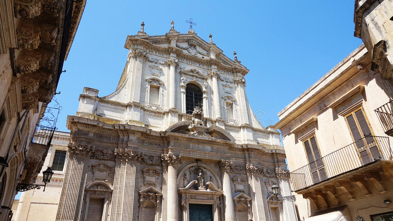 Vista de la iglesia de St Irene, Lecce, Italia fotos de archivo