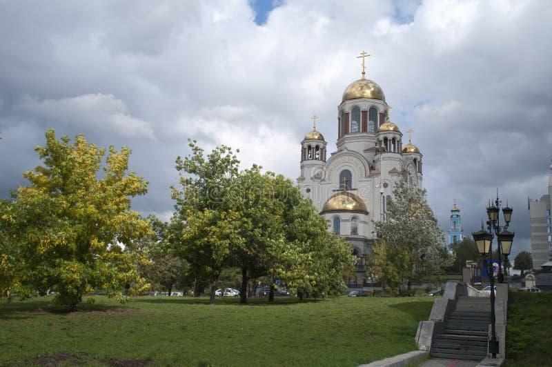 Vista de la iglesia en sangre en honor de todos los santos resplandecientes en la tierra rusa fotos de archivo libres de regalías
