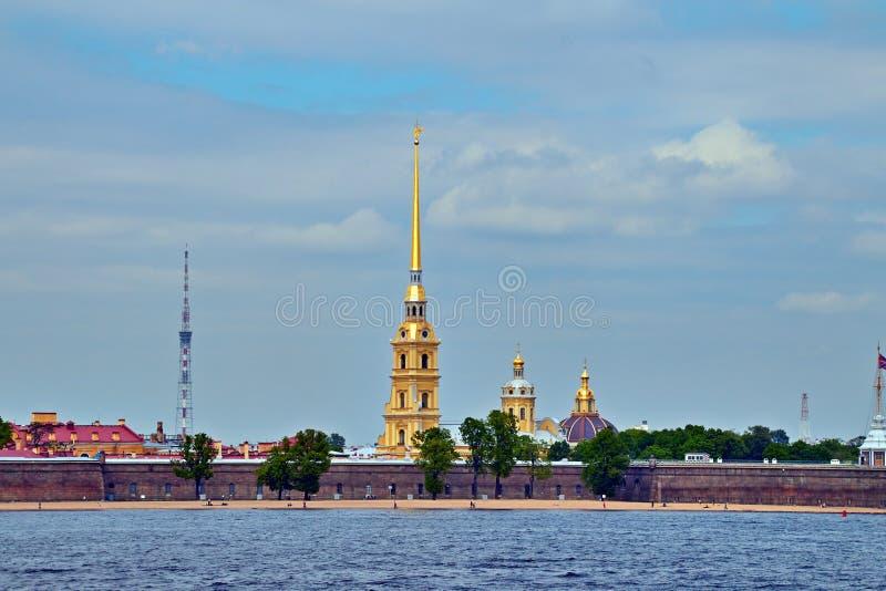 Vista de la iglesia en St Petersburg fotografía de archivo libre de regalías