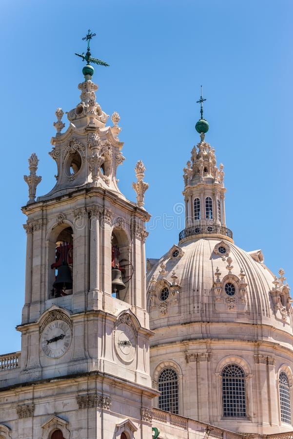 Vista de la iglesia de Estrela en Lisboa, Portugal imagen de archivo