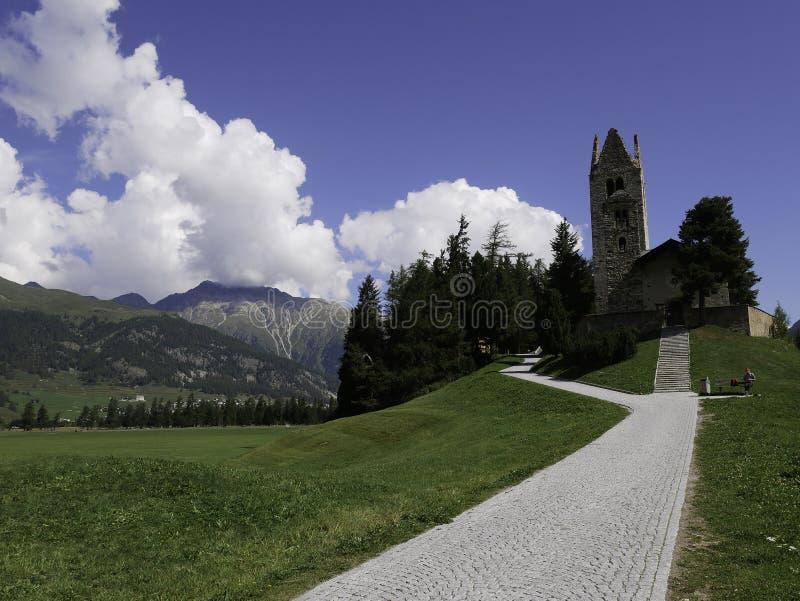 Vista de la iglesia hermosa y antigua de Celerina fotografía de archivo