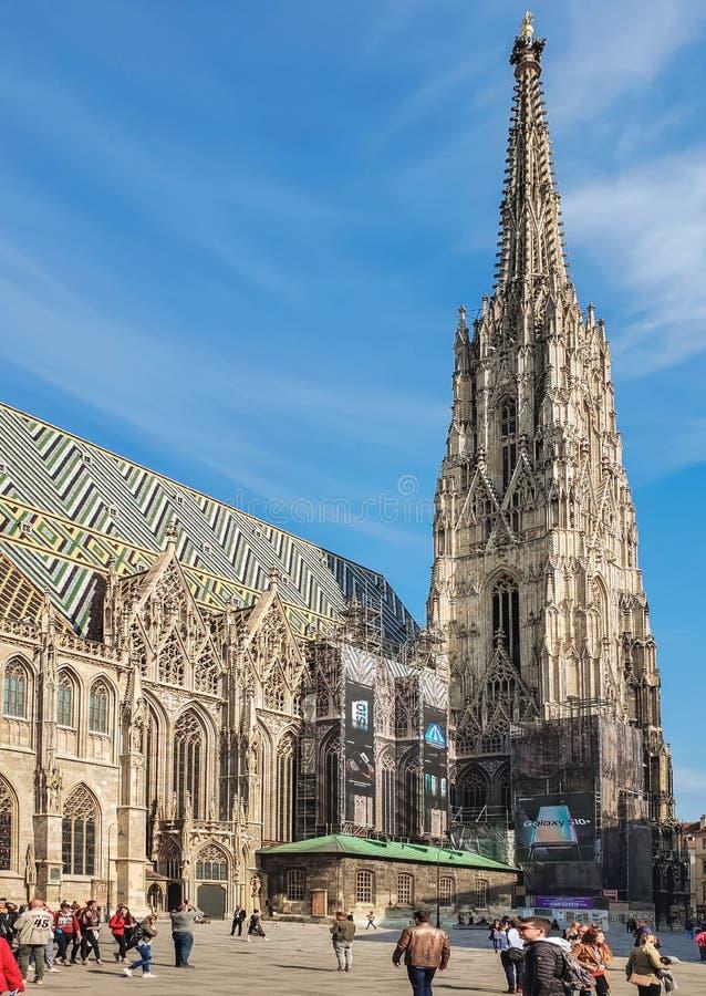 Vista de la iglesia de St Stephen - el centro del turismo fotos de archivo libres de regalías