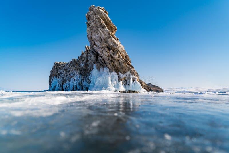 Vista de la isla de Ogoy en el lago Baikal foto de archivo