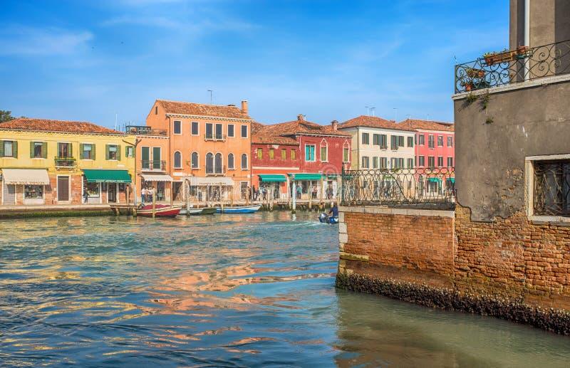 Vista de la isla de Murano, una pequeña isla dentro del área de Venecia Venezia, famosa por su producción de cristal , Italia fotografía de archivo libre de regalías