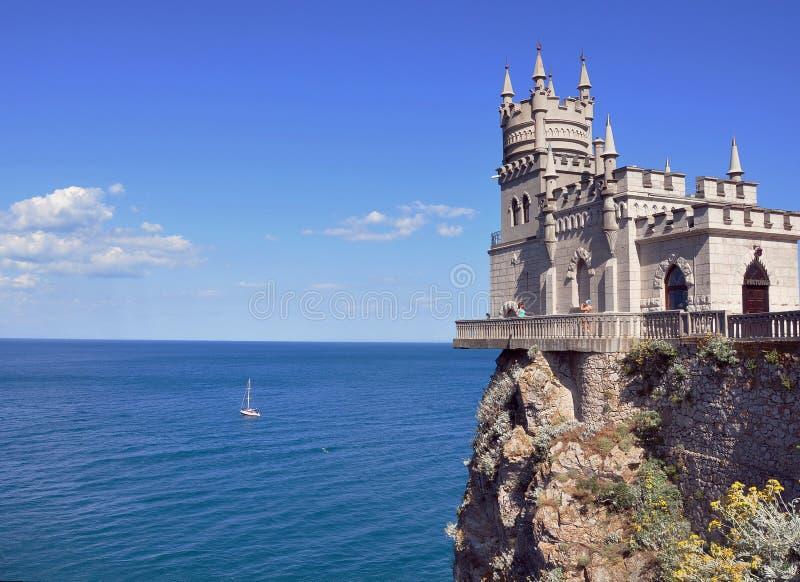 Vista de la jerarquía del trago del mar y del castillo fotografía de archivo