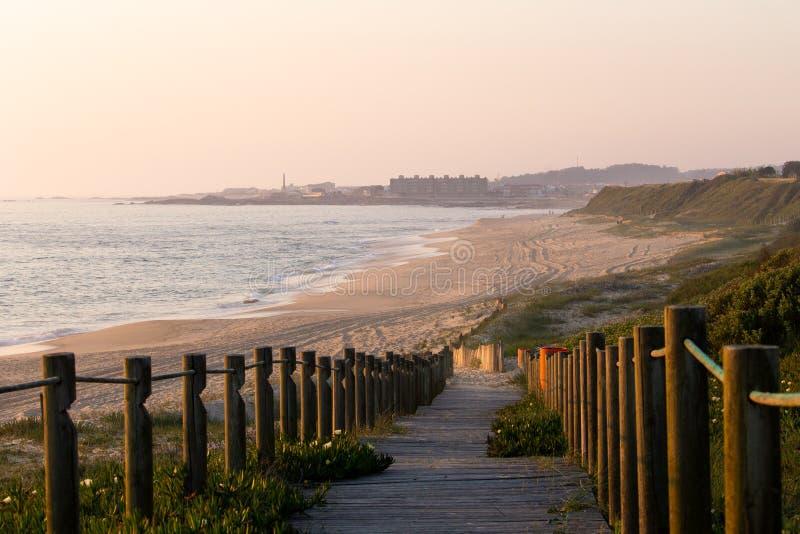 Vista de la línea de la playa fotos de archivo