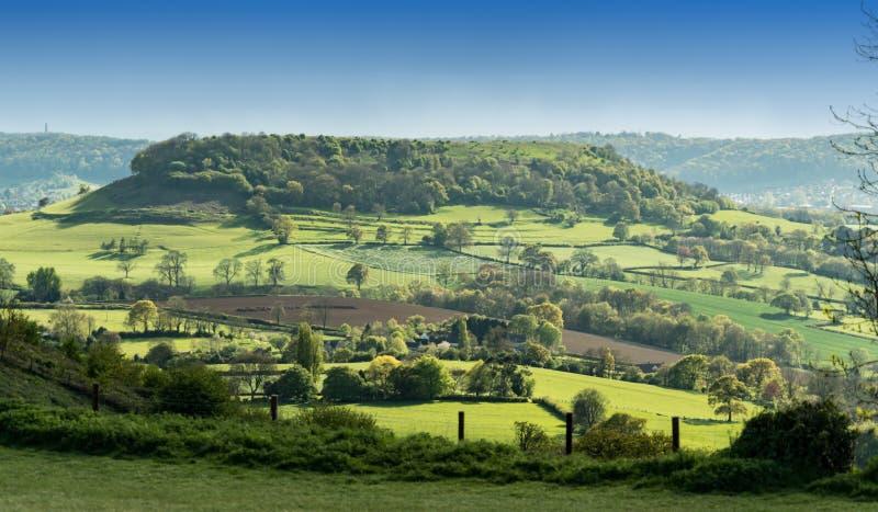 Vista de la leva de largo abajo del pico de Coaley, Cotswolds, Gloucestershire fotos de archivo libres de regalías