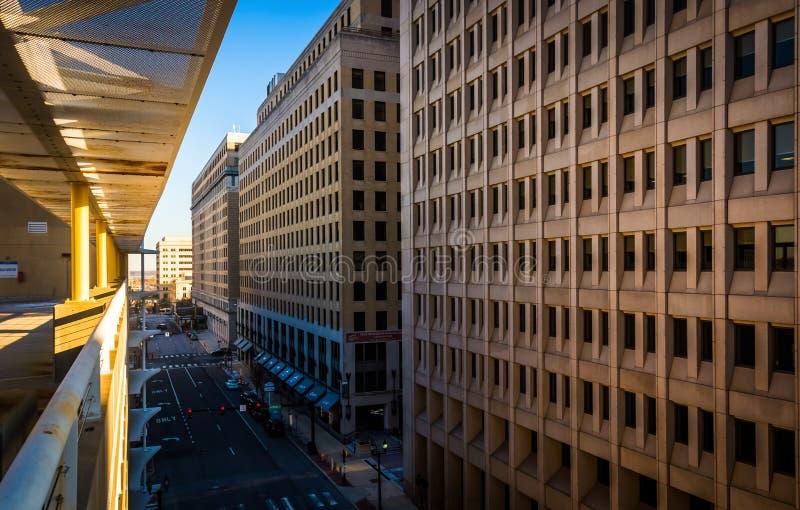 Vista de la 11ma calle en Wilmington céntrico, Delaware, de la C foto de archivo