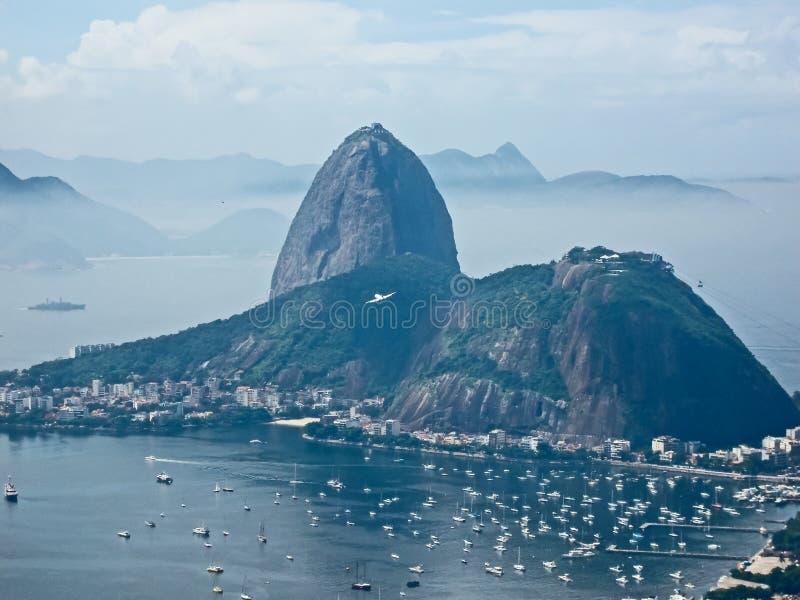 Vista de la montaña de Sugarloaf del pico de Mirante Dona Marta imagenes de archivo