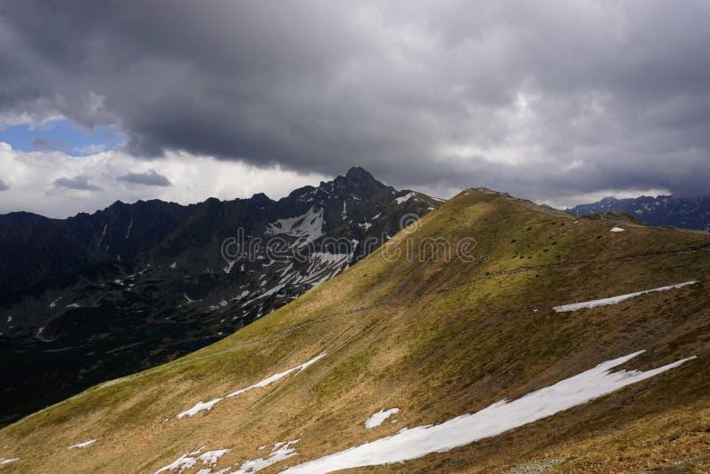 Vista de la montaña en las montañas de Tatra, Polonia de Swinica imagen de archivo libre de regalías