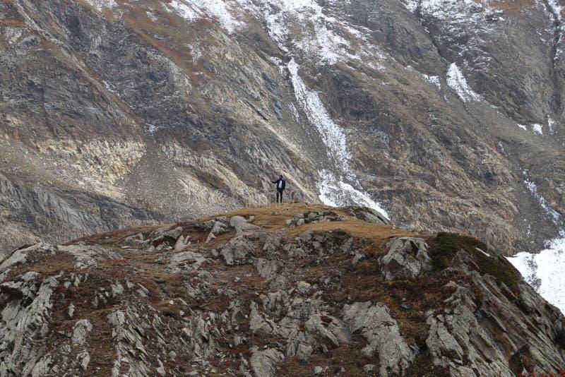 Vista de la montaña montañosa nevosa imagen de archivo libre de regalías