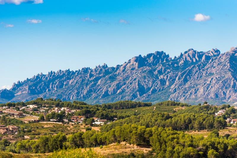 Vista de la montaña de Montserrat, Barcelona, Catalunya, España Copie el espacio para el texto fotografía de archivo