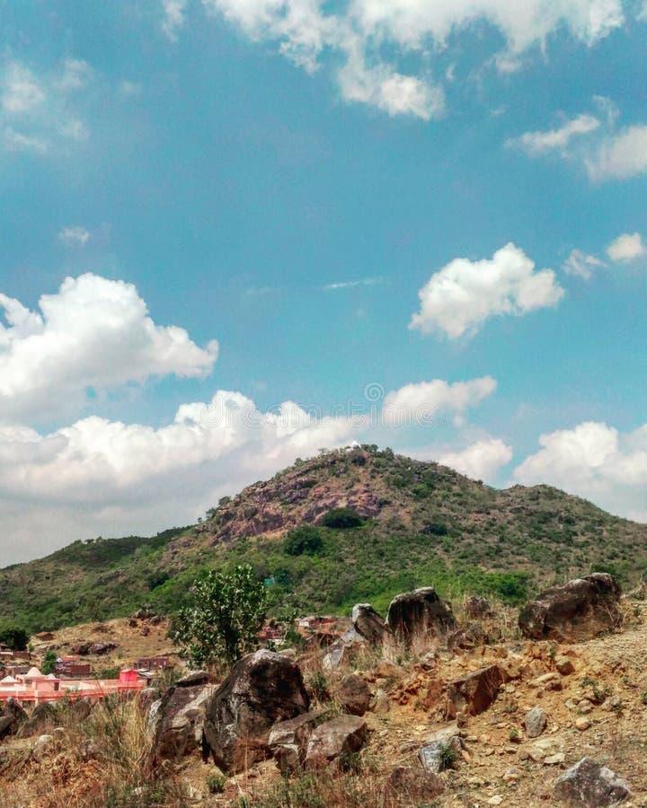 Vista de la montaña rica en la ciudad de la roca foto de archivo libre de regalías