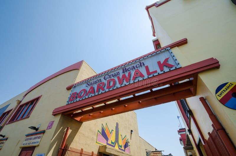 Vista de la muestra de la entrada al paseo marítimo de Santa Cruz en California fotografía de archivo