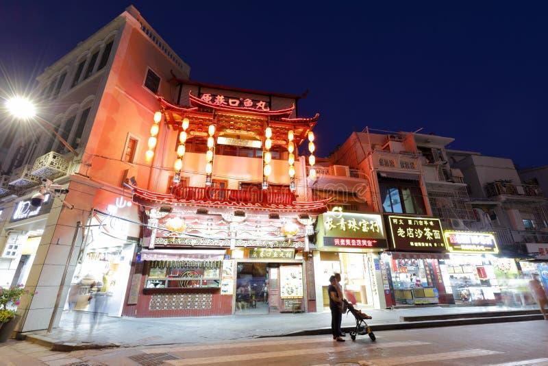 Vista de la noche de la calle tradicional de la comida, camino del zhongshanlu fotos de archivo libres de regalías