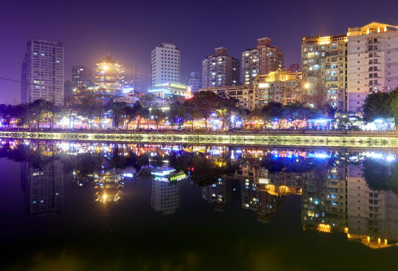 Vista de la noche del río de Jinjiang, imagen del srgb fotografía de archivo libre de regalías