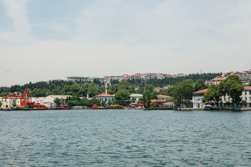 Vista de la parte europea de Estambul del lado del Bosphorus imágenes de archivo libres de regalías