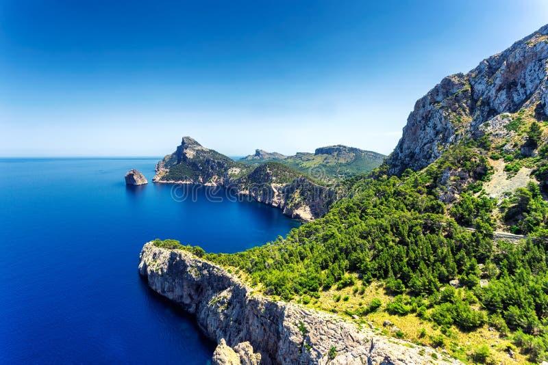 Vista de la península hermosa de Formentor en el norte de la isla de Mallorca imagen de archivo