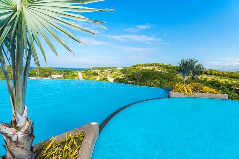 Vista de la piscina de agua pública en la isla de Boracay fotografía de archivo libre de regalías