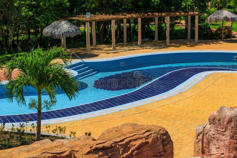 Vista de la piscina tropical del río perezoso al aire libre magnífico hermoso fotografía de archivo libre de regalías