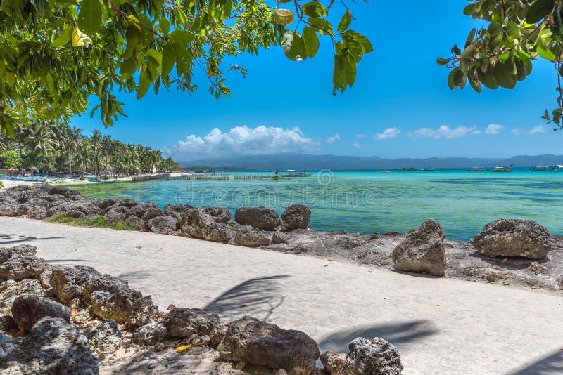 Vista de la playa blanca en la isla de Boracay de Filipinas foto de archivo libre de regalías