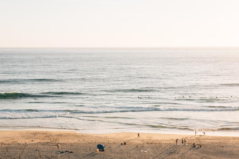 Vista de la playa de la cala de la sal y del Océano Pacífico, en Dana Point, Condado de Orange, California imagen de archivo