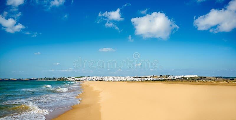 Vista de la playa de Conil. Cádiz, Andalucía, España fotografía de archivo libre de regalías