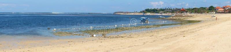 Vista de la playa en Bali, Indonesia de Tanjung Benoa imagen de archivo