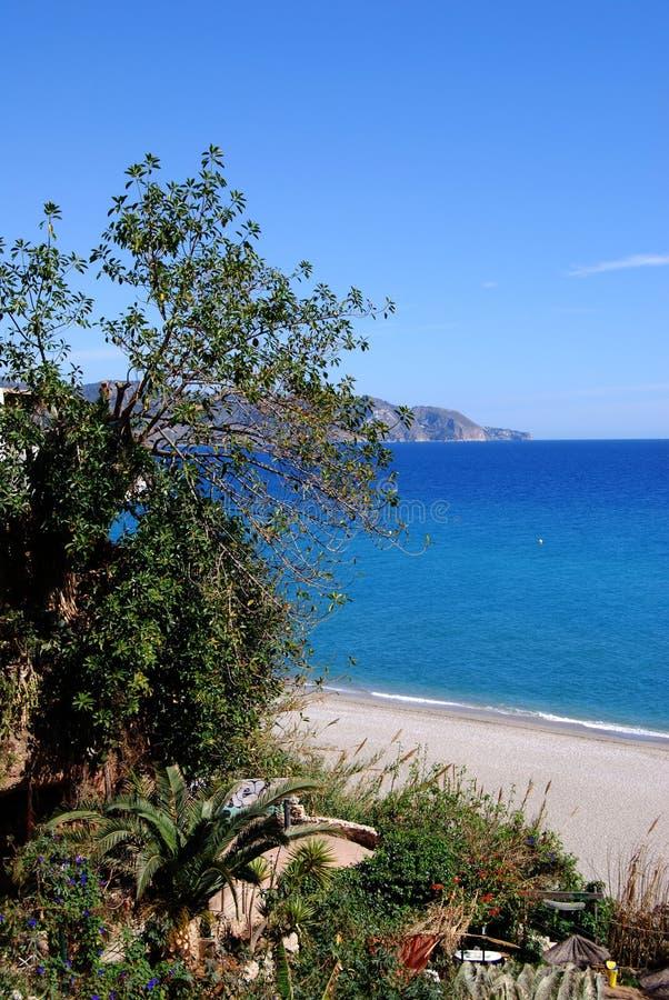 Vista de la playa, Nerja, Andaluc3ia, España. fotografía de archivo