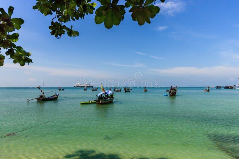 Vista de la playa y del mar tropicales hermosos en Koh Samui, Tailandia fotos de archivo libres de regalías
