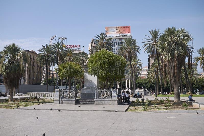 Vista de la plaza Castelnuovo imagen de archivo libre de regalías