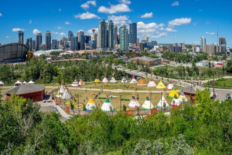 Vista de la precipitación india de Calgary del pueblo fotografía de archivo