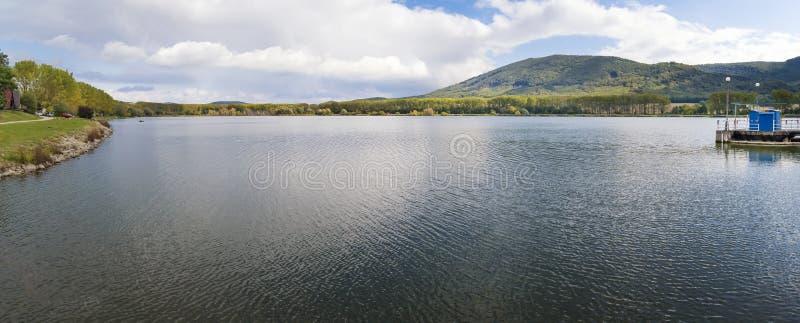 """Vista de la presa de Bukova delante de poco †""""P de la montaña de Cárpatos fotos de archivo libres de regalías"""