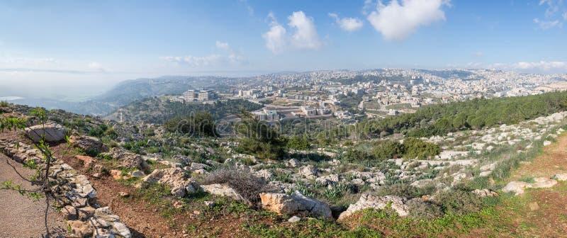 Vista de la salida del sol del precipicio del soporte en la ciudad de Nazaret en Israel fotografía de archivo