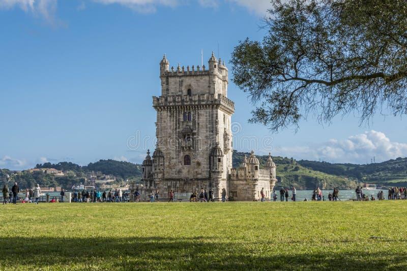 Vista de la torre de Belem de los jardines delanteros imagen de archivo libre de regalías