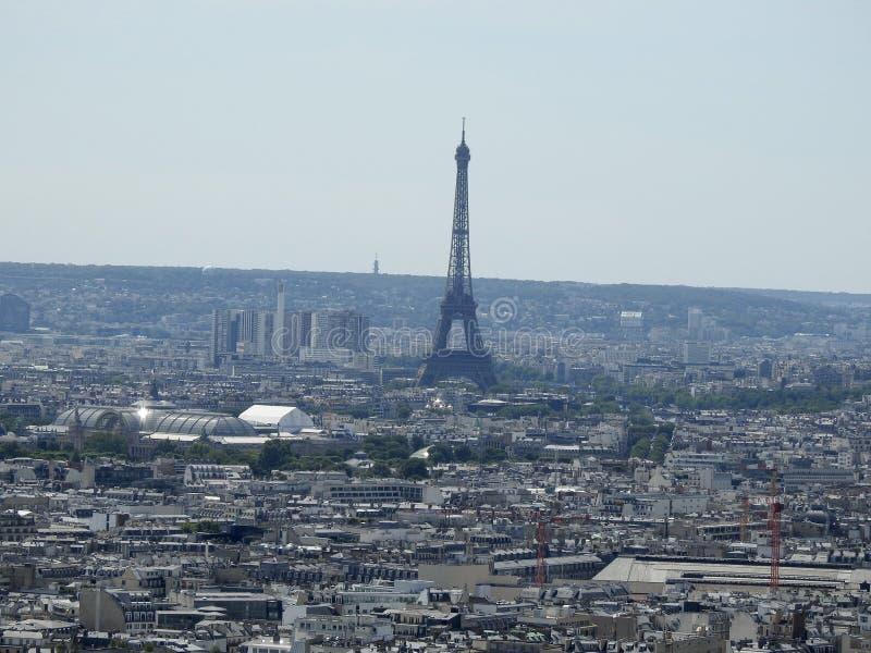 Vista de la torre Eiffel en París Francia de Montmartre fotos de archivo