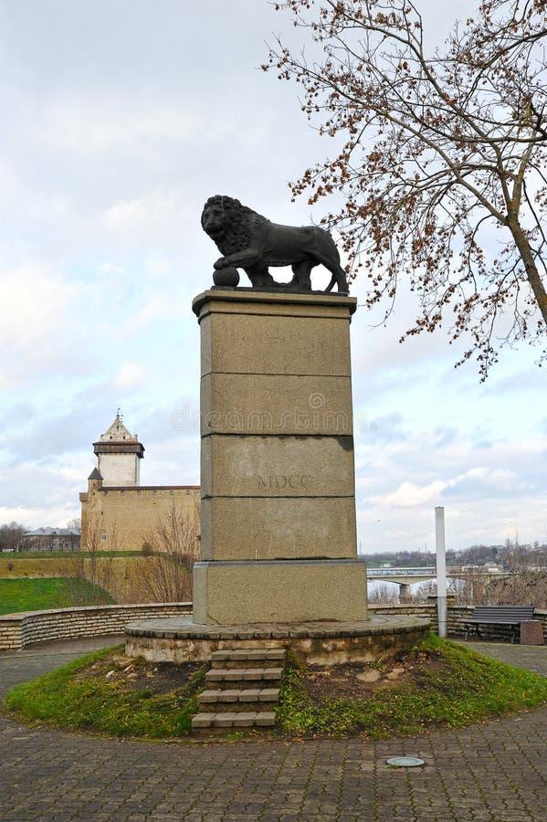 Vista de la torre de Hermann alto y del monumento con sueco fotos de archivo