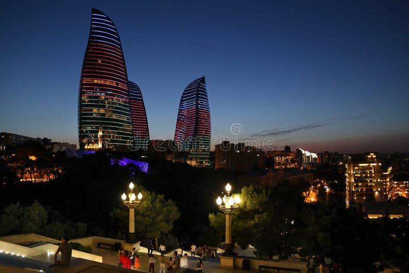 Vista de las 'torres llameantes ' imagenes de archivo