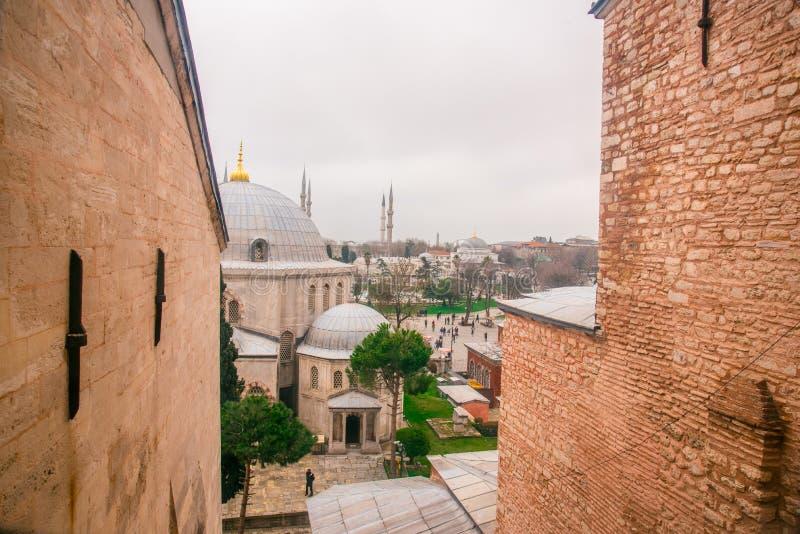Vista de las bóvedas azules de la mezquita y de Hagia Sophia de Hagia Sophia fotos de archivo libres de regalías