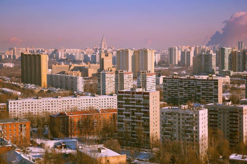 Vista de las casas de la ciudad de Moscú imagen de archivo
