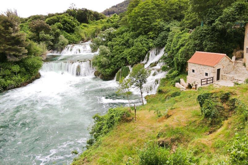 Vista de las cascadas en la región de Kornati, Croacia imagenes de archivo
